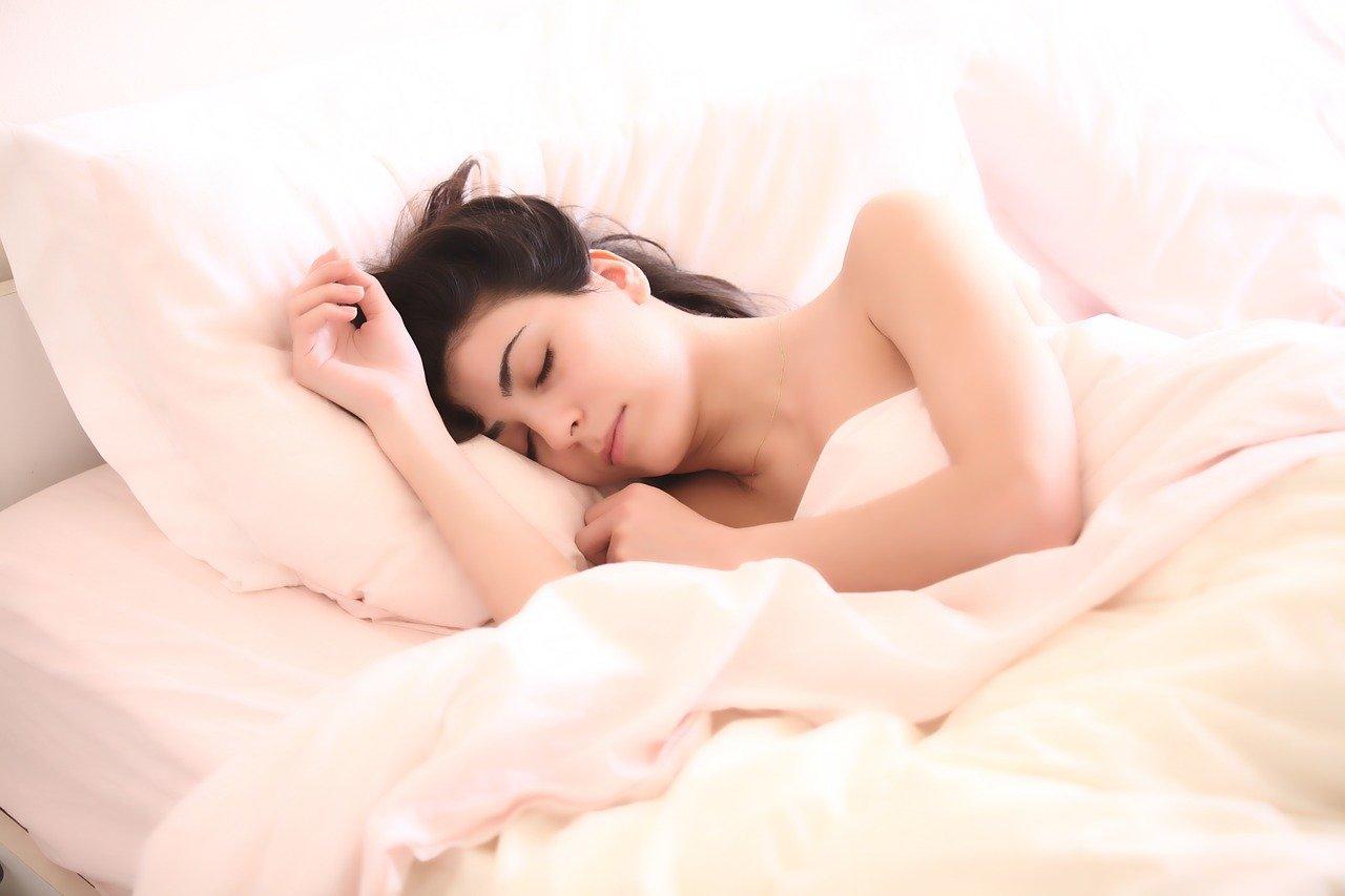 Postura ideală de dormit, în funcție de afecțiunile de care suferiți Suntem cu toții diferiți, luați …